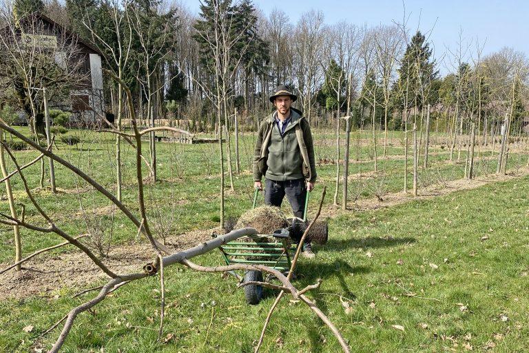 Paul Huber bei der Arbeit in der Baumschule